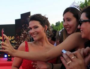 Catherine Mazoyer se lució en el Copihue de Oro con tremenda sonrisa