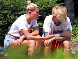 Justin Bieber y Hailey Baldwin son captados llorando durante un paseo en bicicleta
