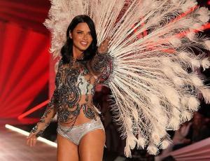 Adriana Lima se despidió de Victoria´s Secret entre lágrimas