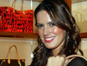 Adriana Barrientos copia look de Kendall Jenner de pies a cabeza