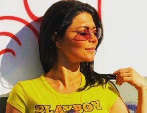 Antonella Ríos luce su figura en foto casual de ropa interior