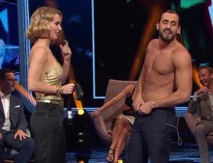 Ariel Levy recreó su desnudo accidental junto a Kika Silva