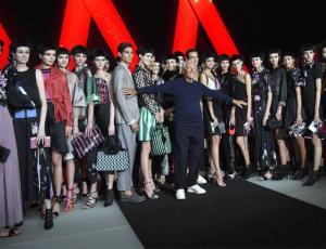 La moda de Armani, un oasis de alegría en la semana de la moda en Milán
