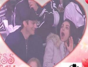 Ashton Kutcher y Mila Kunis fueron sorprendidos por la Kiss Cam y protagonizaron apasionado momento