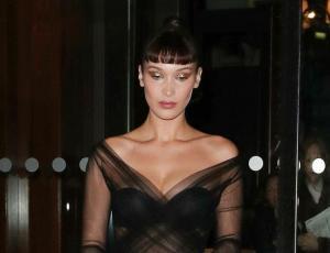Bella Hadid sufrió un accidente con su vestuario que dejó poco a la imaginación