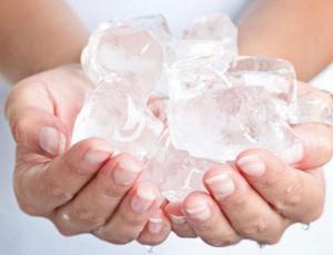 6 beneficios  de aplicar hielo sobre la piel
