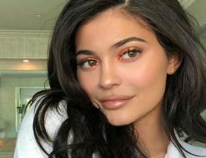 Kylie Jenner vuelve a subir fotos con Stormi previo a su cumpleaños
