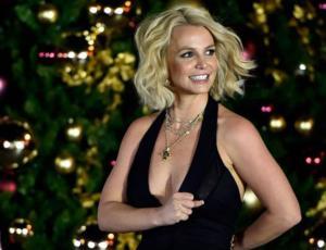 Britney Spears comparte fotos en diminuto traje de baño