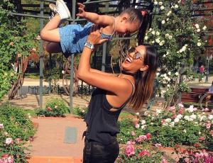 Camila Recabarren y su hija se vistieron de negro y marcharán por las mujeres