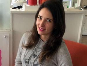 Camila Nash estrenó nuevo look en evento