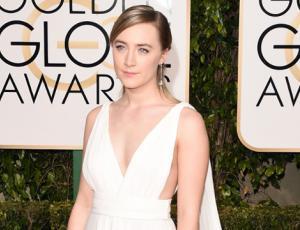 Capas, escotes y mucho blanco marcaron la alfombra roja de los Golden Globes 2016