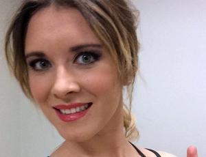 Carla Jara quedó con cintura de avispa gracias a masajes reductivos