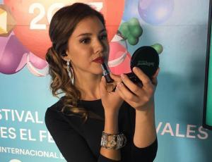 Carolina Mestrovic impacta con escote matador en nuevo backstage
