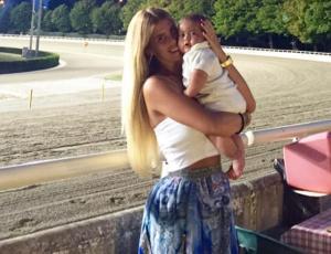 Cote López viste a su hijo de la colección Moschino Baby