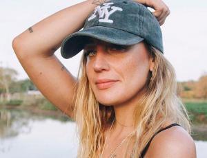 Daniela Castro se refiere a comentario que insinúa cesantía su pareja