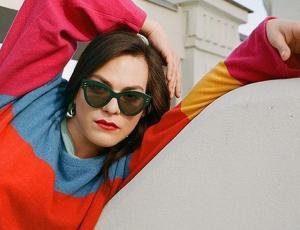 Daniela Vega contó cómo fue posar y compartir con Robert Pattinson