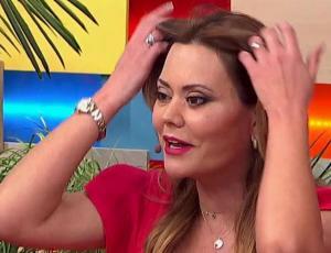 Daniella Campos presentó a su pequeña hija en televisión