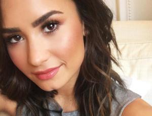 Demi Lovato desata polémica por críticas a dibujo de fan