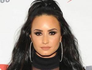 Demi Lovato sorprende en el invierno estadounidense con sensual traje de baño