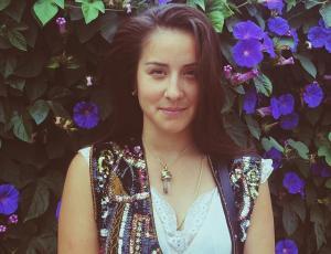 Denise Rosenthal promociona nueva canción mostrando piel
