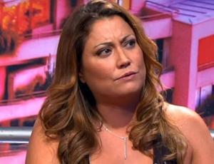 Denisse Campos vive noche de furia en bar y lanza botella a mujer