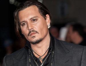 Johnny Depp sorprende a grupo de turistas con inesperada aparición en Disneyland