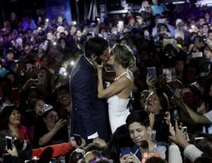 Así fue el beso de Diana Bolocco y Pancho Saavedra en la segunda noche del Festival de Dichato 2018