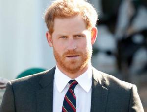 Príncipe Harry consoló a niño que sufrió la pérdida de su mamá