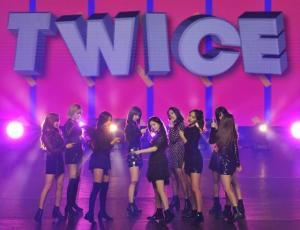 Twice desata la euforia en su debut en Chile