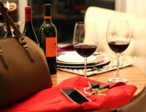 """""""Estafador de Tinder"""": invitaba a mujeres cenar y después desaparecía para no pagar la cuenta"""