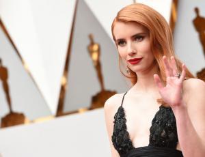 Emma Roberts deslumbró en la alfombra roja de los Oscars