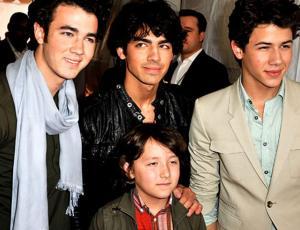 El hermano menor de los Jonas Brothers fue detenido por posesión de drogas