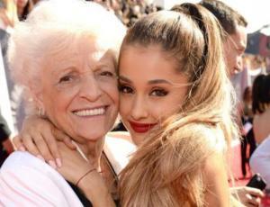 Ariana Grande se tatuó junto a su abuela de 93 años