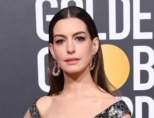 Anne Hathaway y el animal print en una gala ¿Sí o no?