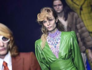 Gucci abre la Semana de la Moda de Milán con una oda a los años 80