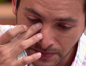 Hugo Valencia llora en pantalla al hablar de relación con su ex