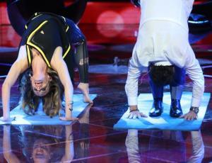 Cristián Campos y Diana sorprendieron con complicadas posiciones de yoga