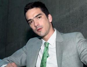 Actor Iñigo Urrutia se luce al desnudo en Instagram