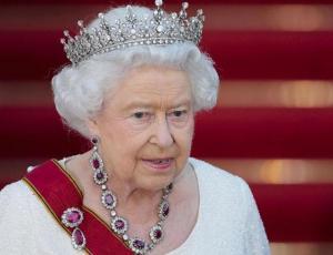 Marca de lencería de Isabel II revela datos de la reina y pierde orden real