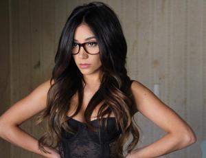 Viña 2017: Guapa cantante mexicana se suma a la batalla por ser reina
