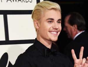 Justin Bieber toca canciones de Drake y Rihanna en piano