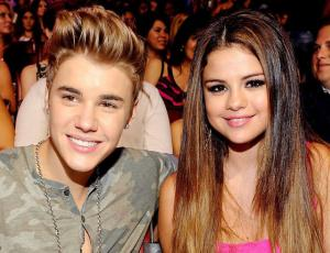 Aseguran que Justin Bieber se comprometió con Selena Gomez
