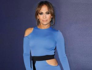 Jennifer Lopez impone la moda del pantalón-colaless