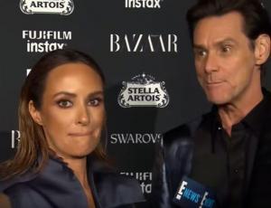 Periodista pasa vergüenza intentando entrevistar a Jim Carrey en la NYFW