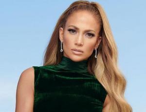 Jennifer Lopez luce como una diva de Chanel