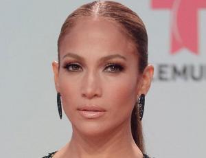 Revelador vestido de Jennifer Lopez en los Billboard pasará a la historia