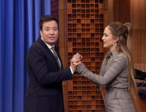 Jimmy Fallon y Jennifer López se enfrentan en divertida batalla de baile