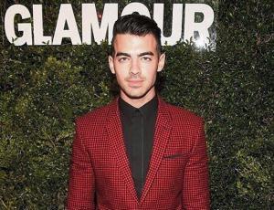 Joe Jonas debuta como modelo sexy en campaña de ropa interior
