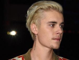 Fanática de Justin Bieber graba su reacción tras enterarse del compromiso del cantante