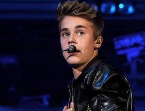 Pastor de Justin Bieber se roba la atención por su atractivo